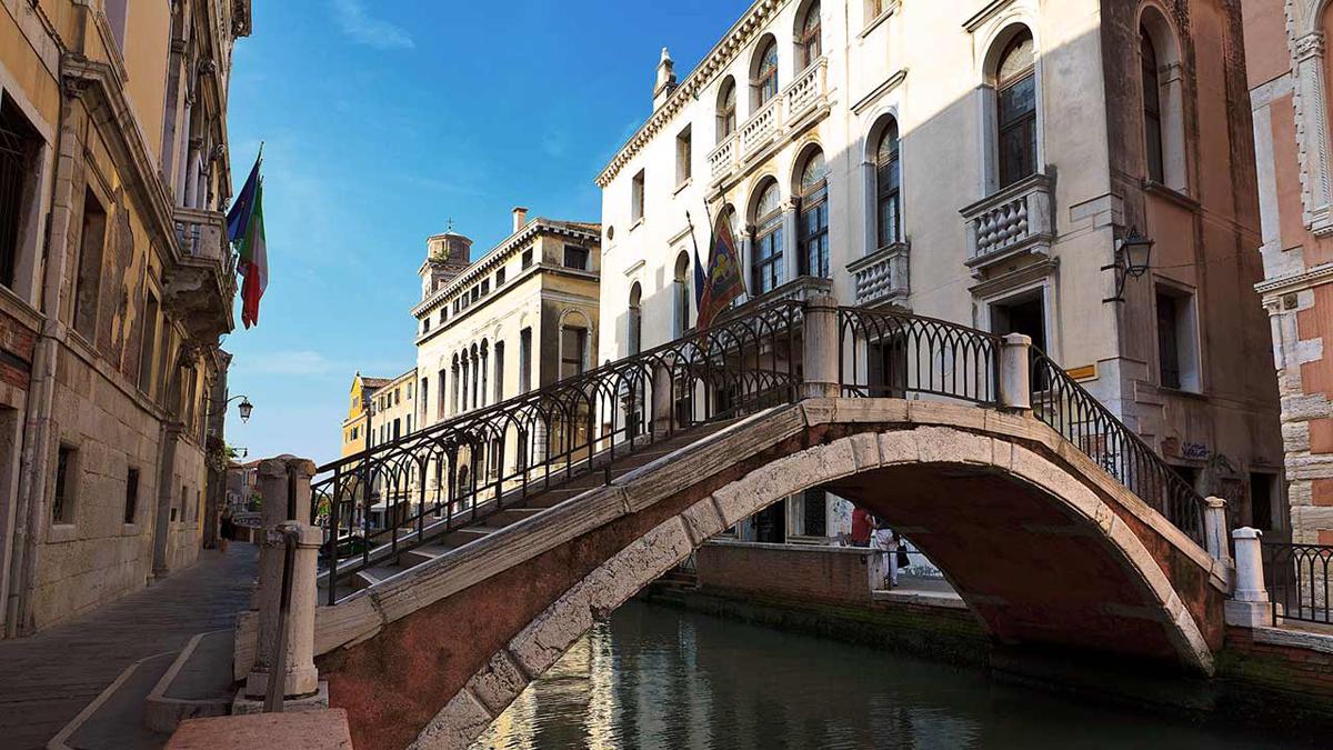 a-bridge-in-venice-architecture-beautiful-1200x1920