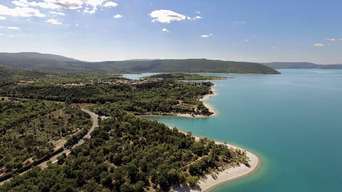 camping-lac-st-croix-gorges-du-verdon-municipal-les-ruisses-les-salles-sur-verdon-plage4